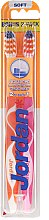 Духи, Парфюмерия, косметика Зубная щетка мягкая Advanced, оранжевая + розовая - Jordan Advanced Soft Toothbrush