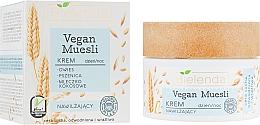 """Духи, Парфюмерия, косметика Крем для лица увлажняющий """"Овес, пшеница, кокосовое молоко"""" - Bielenda Vegan Muesli Face Cream"""
