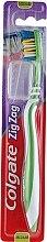 """Духи, Парфюмерия, косметика Зубная щетка """"Зигзаг плюс"""" средней жесткости №2, зеленая - Colgate Zig Zag Plus Medium Toothbrush"""