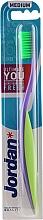Духи, Парфюмерия, косметика Зубная щетка средняя, фиолетово-зеленая - Jordan Ultimate You Medium