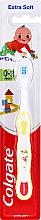 Духи, Парфюмерия, косметика Детская зубная щетка мягкая, 0-2 лет, бело-желтая с ребенком - Colgate Smiles Toothbrush