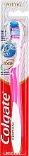 Духи, Парфюмерия, косметика Зубная щетка средней жесткости, бело-розовая - Colgate Total